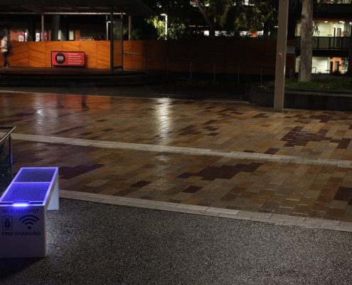 Steora smart bench Australia - Melbourne intelligente Parkbank