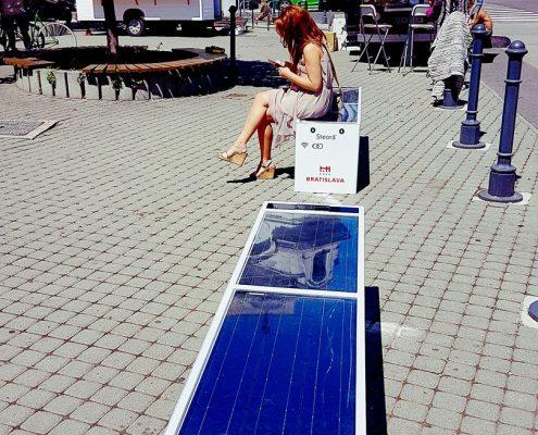 Steora smart bench Slovakia - Bratislava intelligente Parkbank