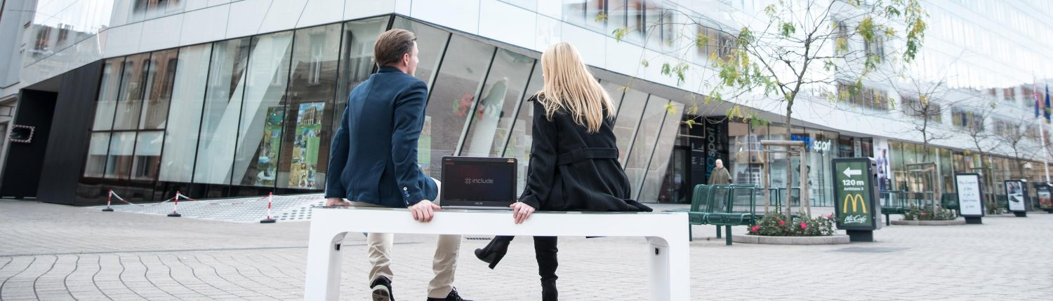 Steora smart bench smarte Sitzbank. Smartbench. Intelligente Sitzbank. Intelligente Parkbank.