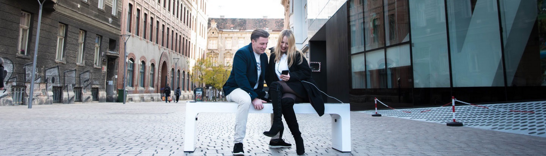 Steora smart bench, Parkbank. Smartbench. Intelligente Sitzbank.