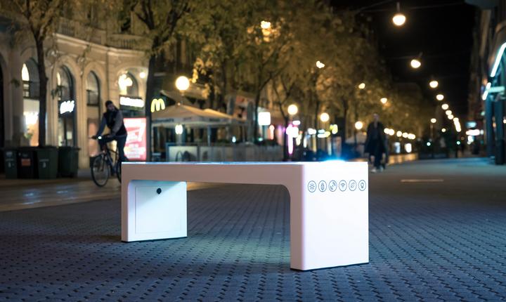 Steora Standard smart bench. Intelligente Sitzbank. Parkbank.