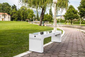 Steora smart bench CCTV. Intelligente Parkbank mit Kameras.